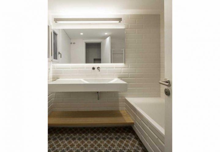 Design Bagno Due : In uno dei due bagni dellappartamento di barcellona la proprietaria