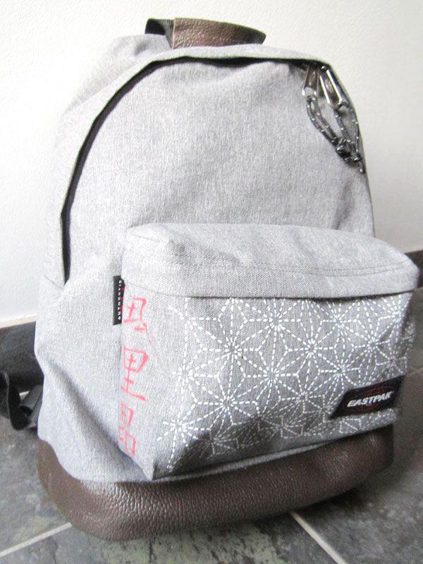 customiser un sac cartable eastpak l 39 aide de marqueurs. Black Bedroom Furniture Sets. Home Design Ideas