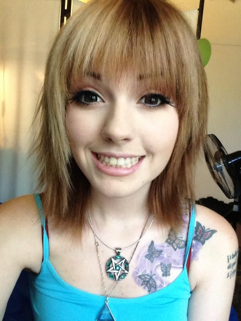 Leda muir with short half and half blonde and brown hair
