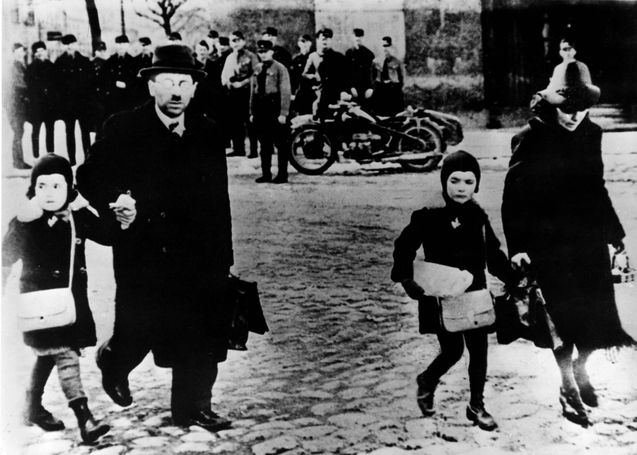 Memel, Lithuania, A Jewish family leaving Memel after the entry of the German forces to the town, 22/03/1939.