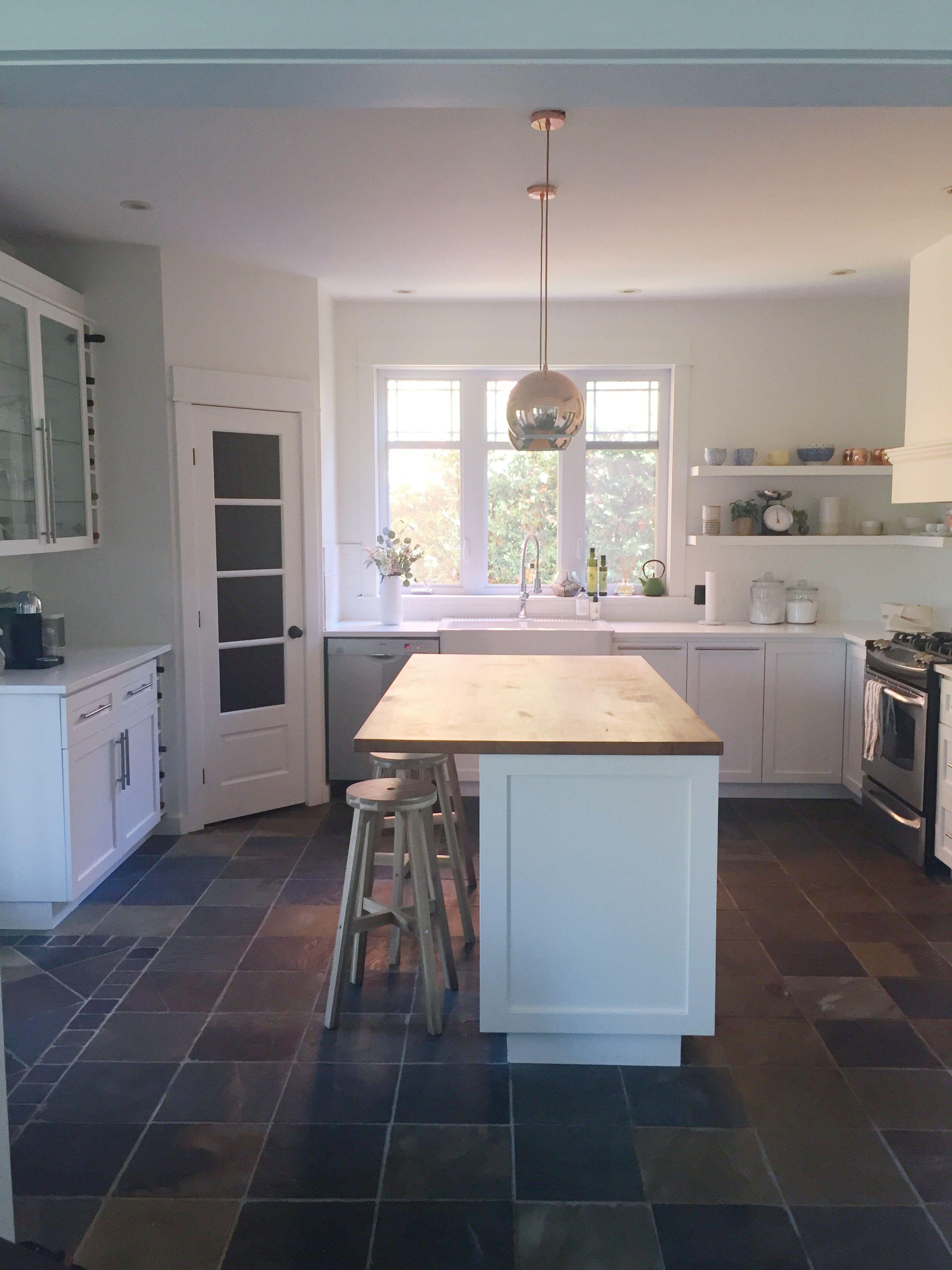 Les travaux de rénovation dans ma cuisine sont maintenant terminés depuis un moment. Voici le déroulement et le résultat du tout le projet!