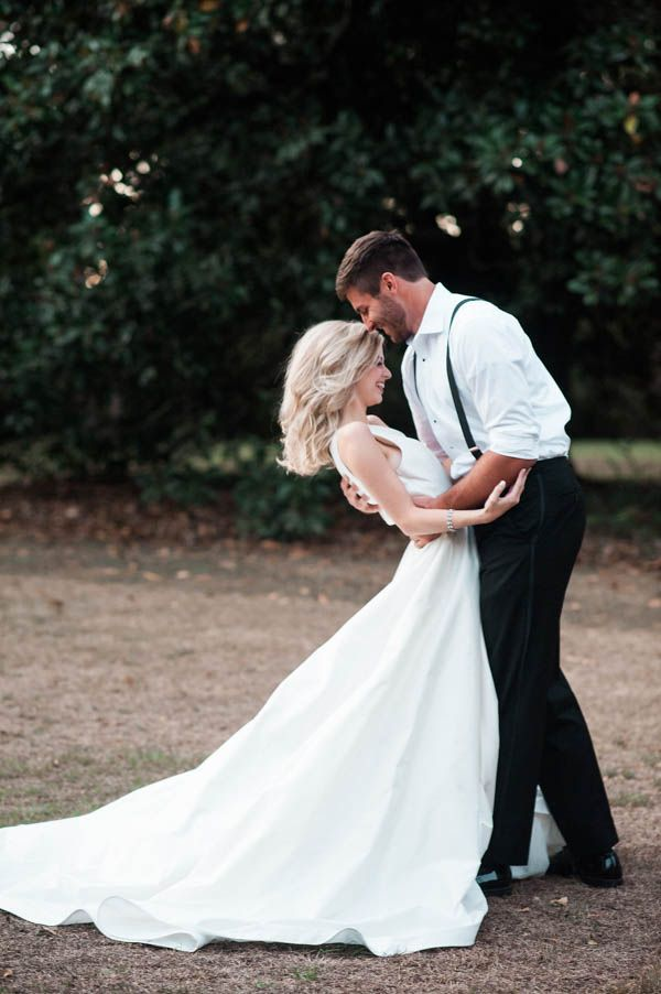 Planning a wedding in the South? This Southern plantation wedding inspiration at Magnolia Grove is full of elegant, sophisticated Scarlett O'hara styling!