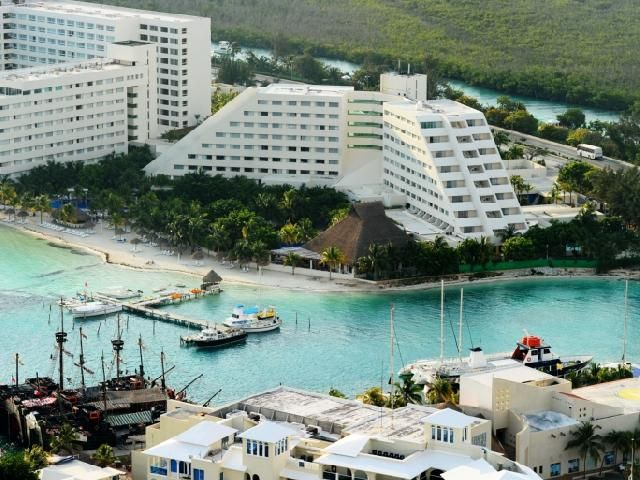 Oasis Palm Beach Mexico Cancun This 4 Star Rated All Inclusive Resort Is Strategically Located