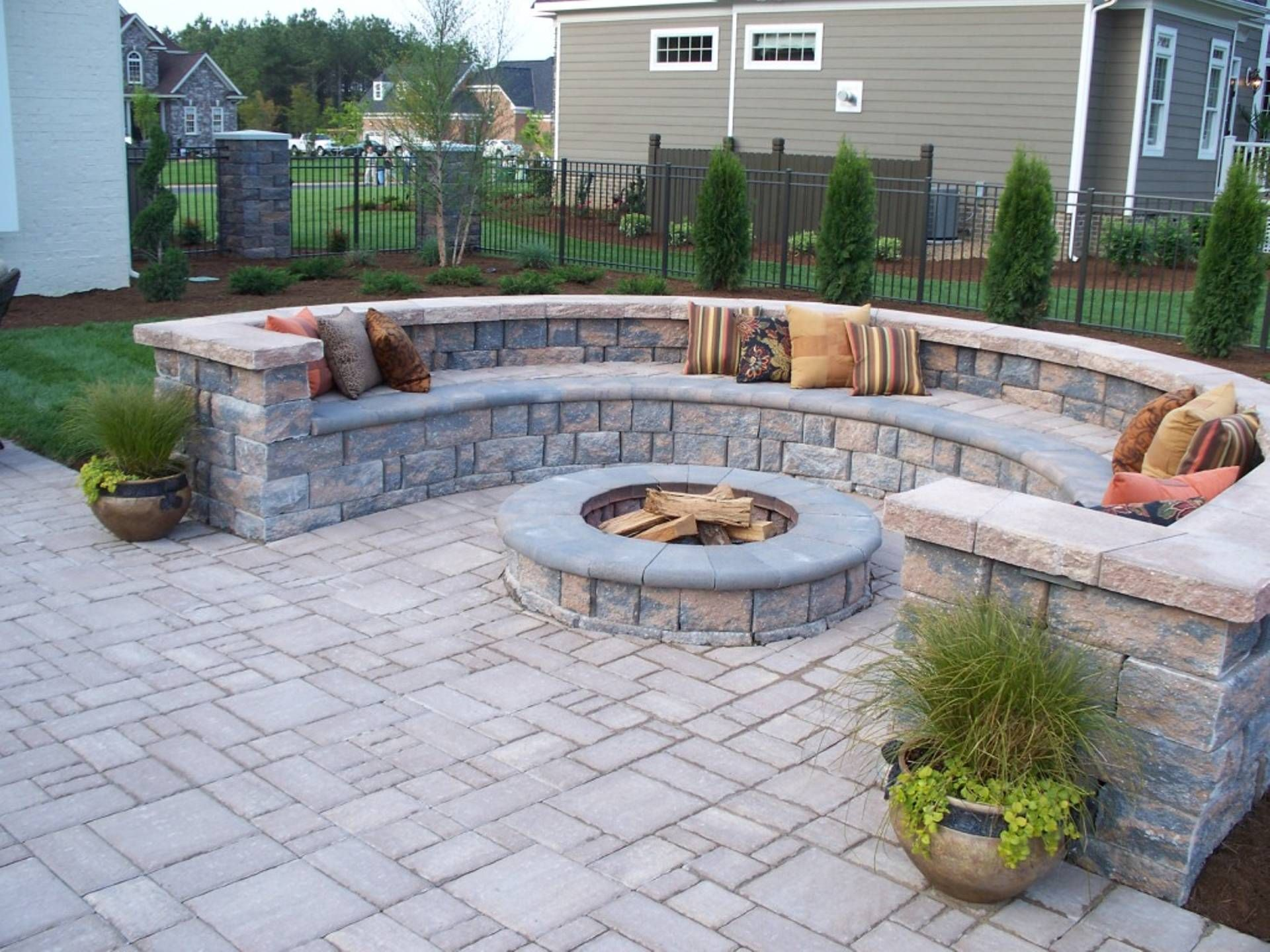 Paver patio with firepit and all around sitting wall for Paver patio ideas pictures