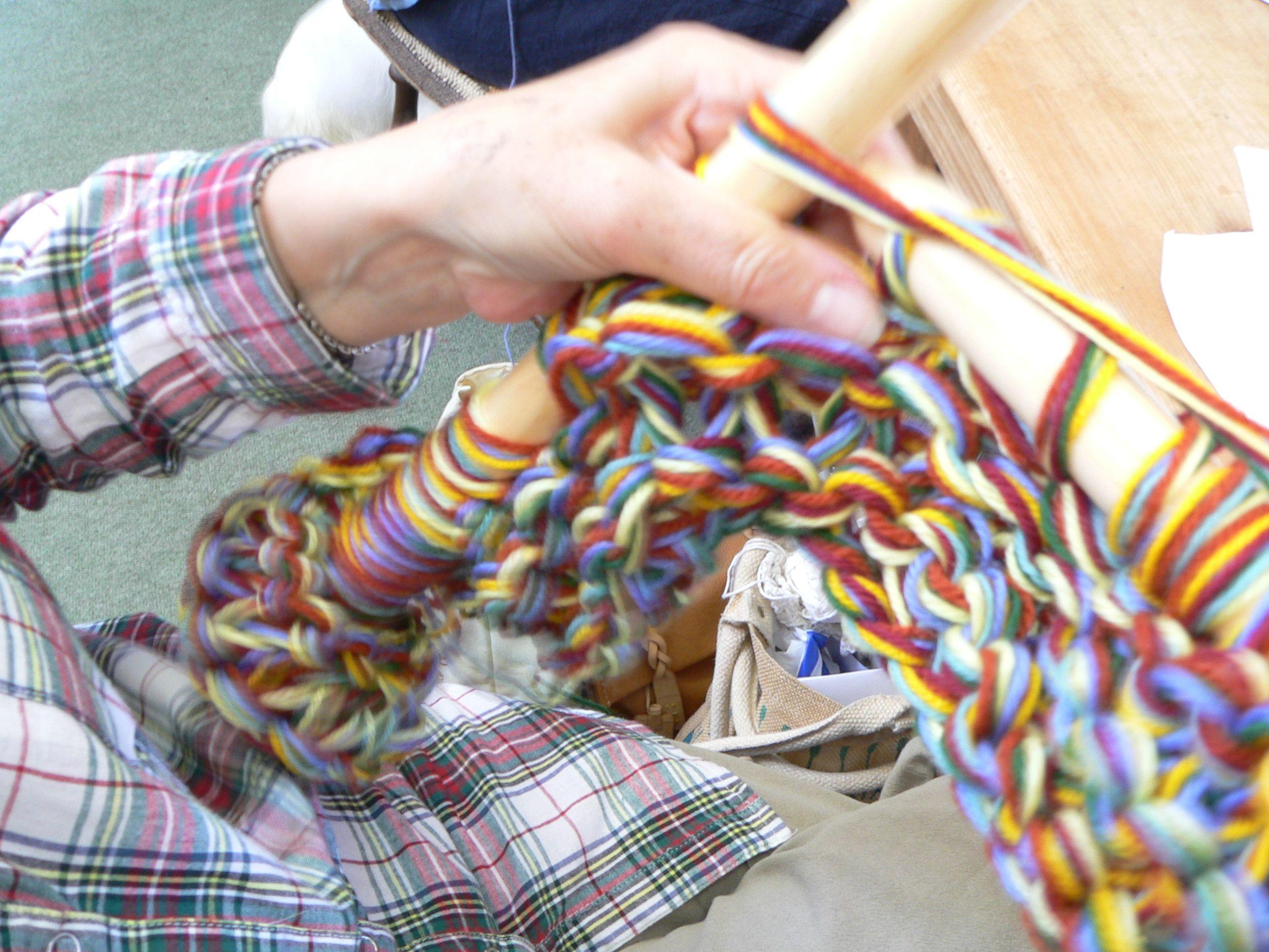 extreme knitting - size 50 knitting needles.   Tejidos ...