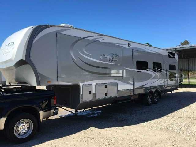 2014 Used Open Range Open Range Fifth Wheel in Texas TX.Recreational Vehicle, rv, 2014 Open Range Open Range , 2014 Open Range 413RLL 39.9' 4 slides. Sleeps 9. Great design for tons of family fun! King bed in master, washer and dryer hook ups, full size bath tub with shower, double door fridge, queen fold out air bed in living, mobile island in kitchen, 2 recliners, 2 ottomans with storage, long couch option with two dining tables, rear loft, rear full bathroom with shower, 3 flat screen…