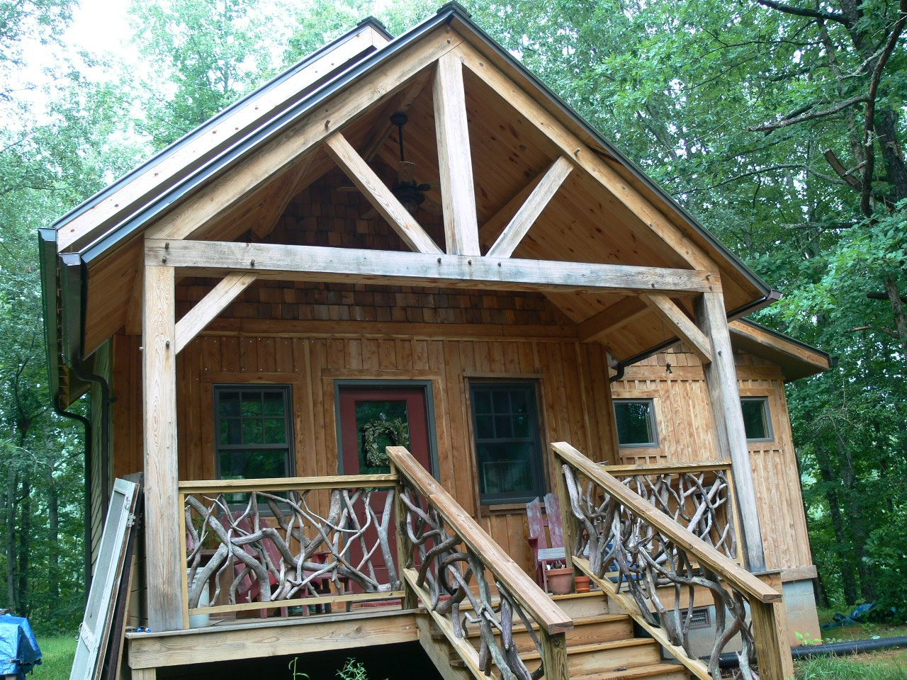 Small Timber Frame Home. Cabin Living