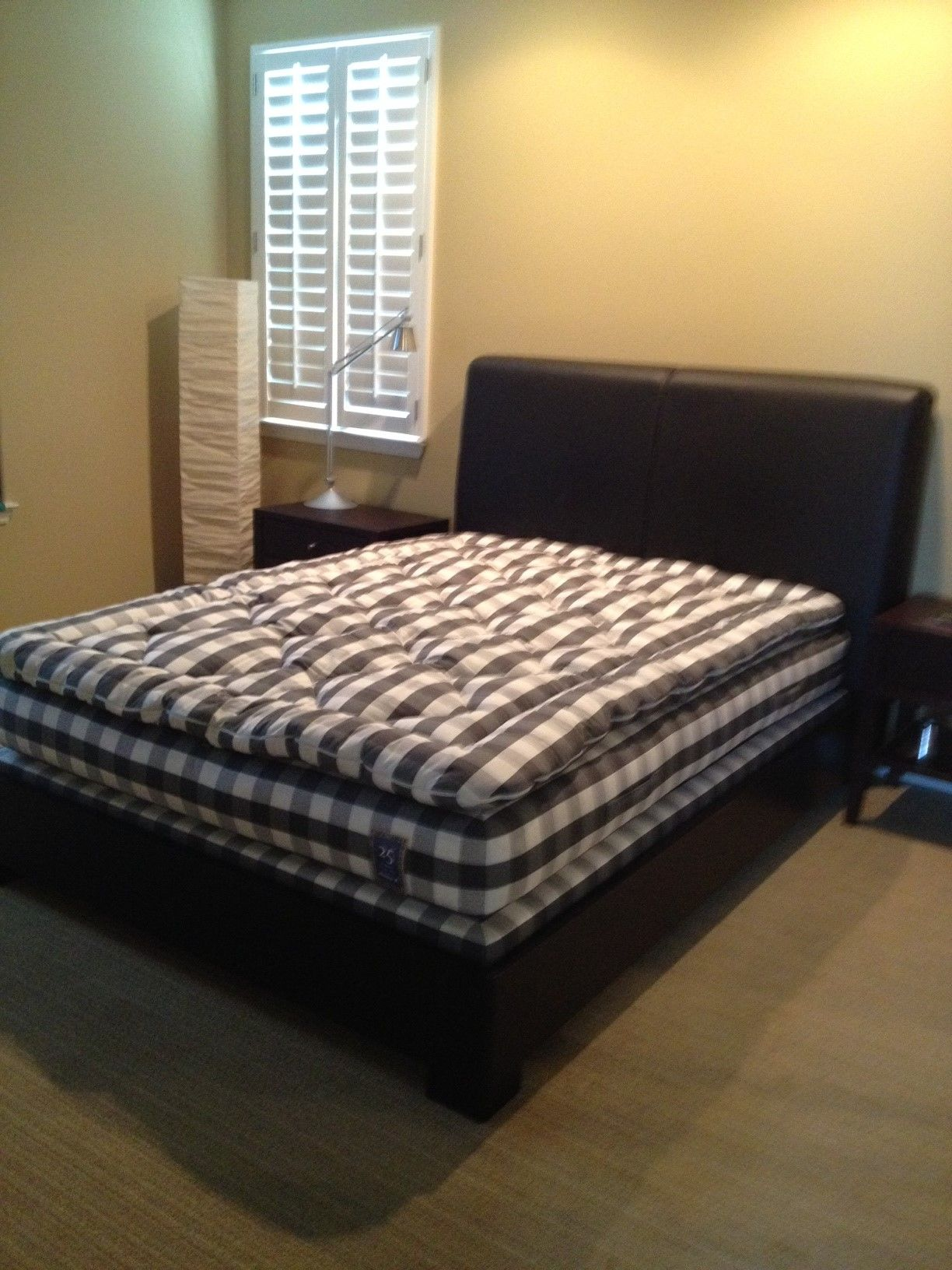 Colchones Hastens.This Hastens Graphite Gray Check Luxuria Fit Perfectly Into