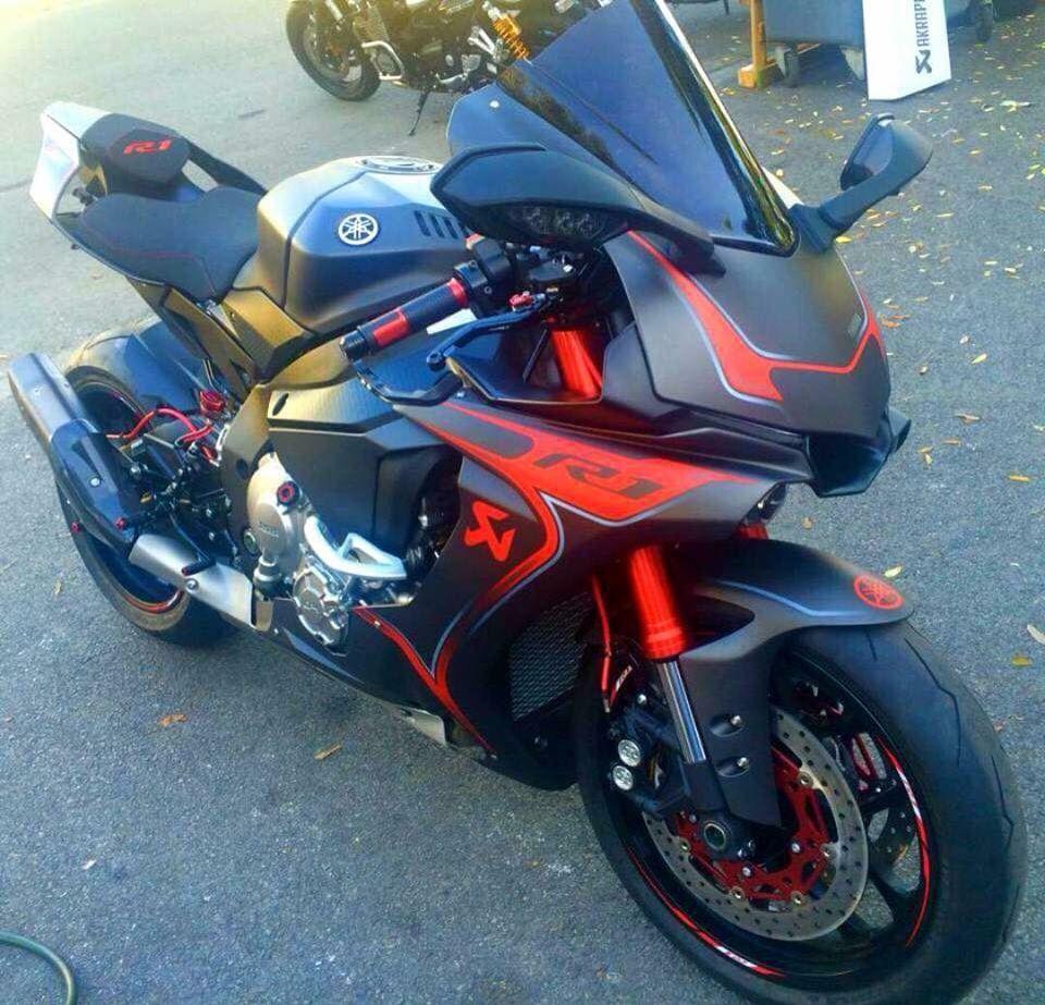 YAMAHA R1 Red-Black