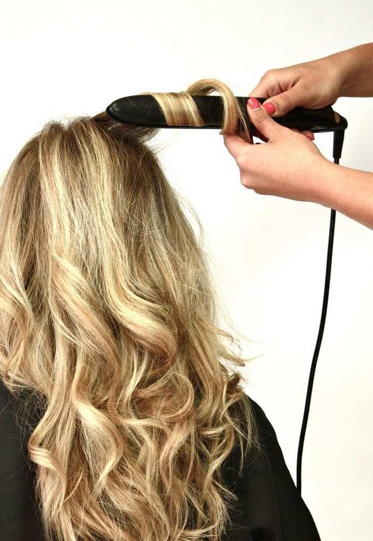 Comment Faire Des Boucles Avec Un Lisseur Pour Un Brushing Impeccable Maison 2018 Comment Boucler Ses Cheveux Brushing Cheveux Comment Faire Des Cheveux