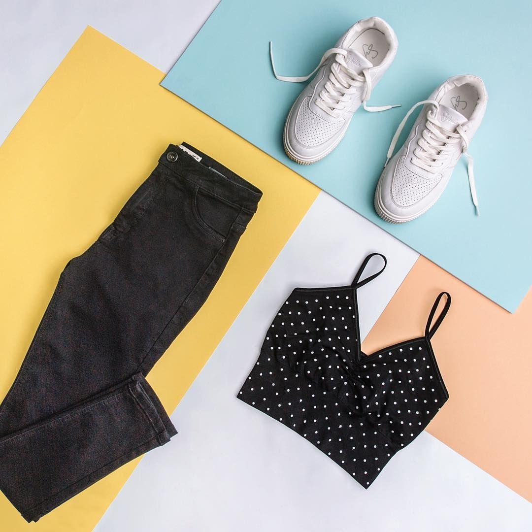 Un buen top y zapatillas siempre son la respuesta. Conoce más de nuestra colección en el link en la bio. 📲  #ootd #Sneakers #PolkaDots #Top