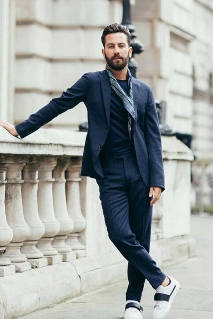8 Ways To Wear Navy Chinos On The Street | Navy Chinos Outfit Ideas