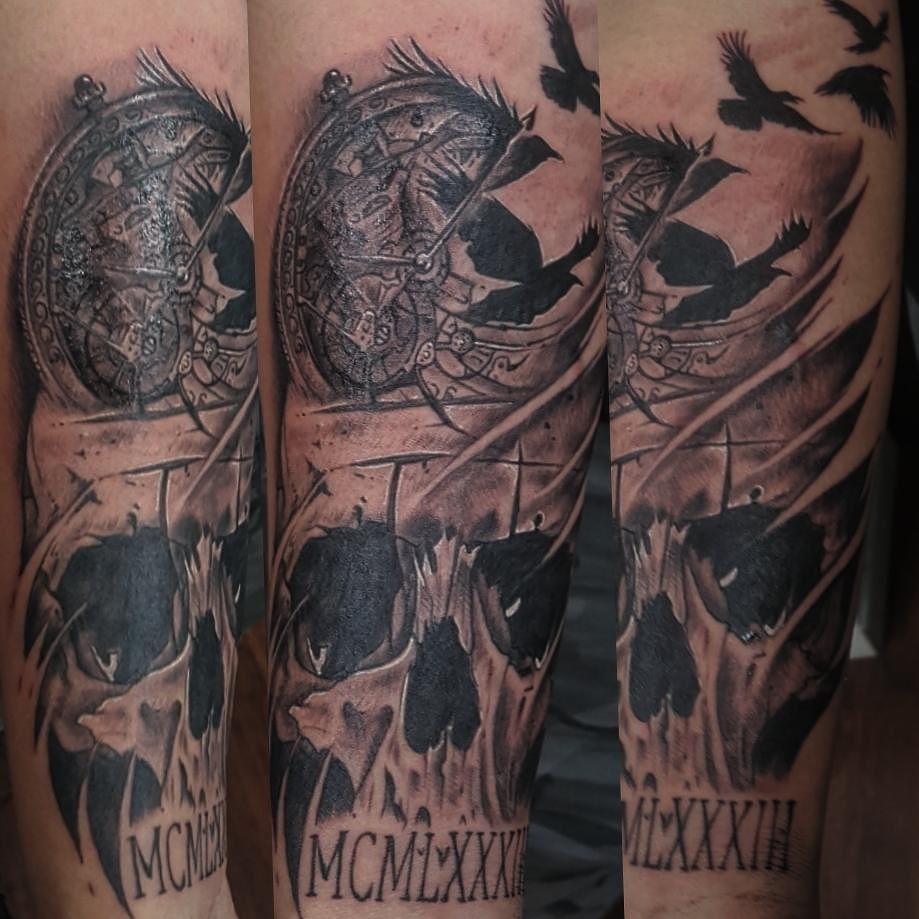 Sorry about the glare..... always in love with skulls ty . . . . #tattoo #blackandgreytattoo #halfsleeve #tattoosofinstagram #badasstattoo #coveruptattoo #skulltattoo #skulls #photorealism #photorealistictattoo #mttattoos #woodside #californiatattooshop #bayareatattoo #bayareatattooshops #workinprogress #pocketwatch #pocketwatchtattoo #crow