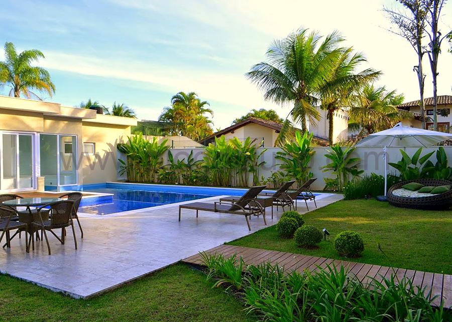 Resultado de imagem para jardins de casas modernas com for Piscinas de jardin