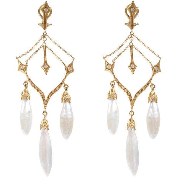 Cathy Waterman Pearl Arrow Chandelier Earrings (€8.500) ❤ liked on Polyvore featuring jewelry, earrings, accessories, brincos, jewelry - earrings, earring jewelry, post earrings, post back earring, pearl earrings and white pearl drop earrings