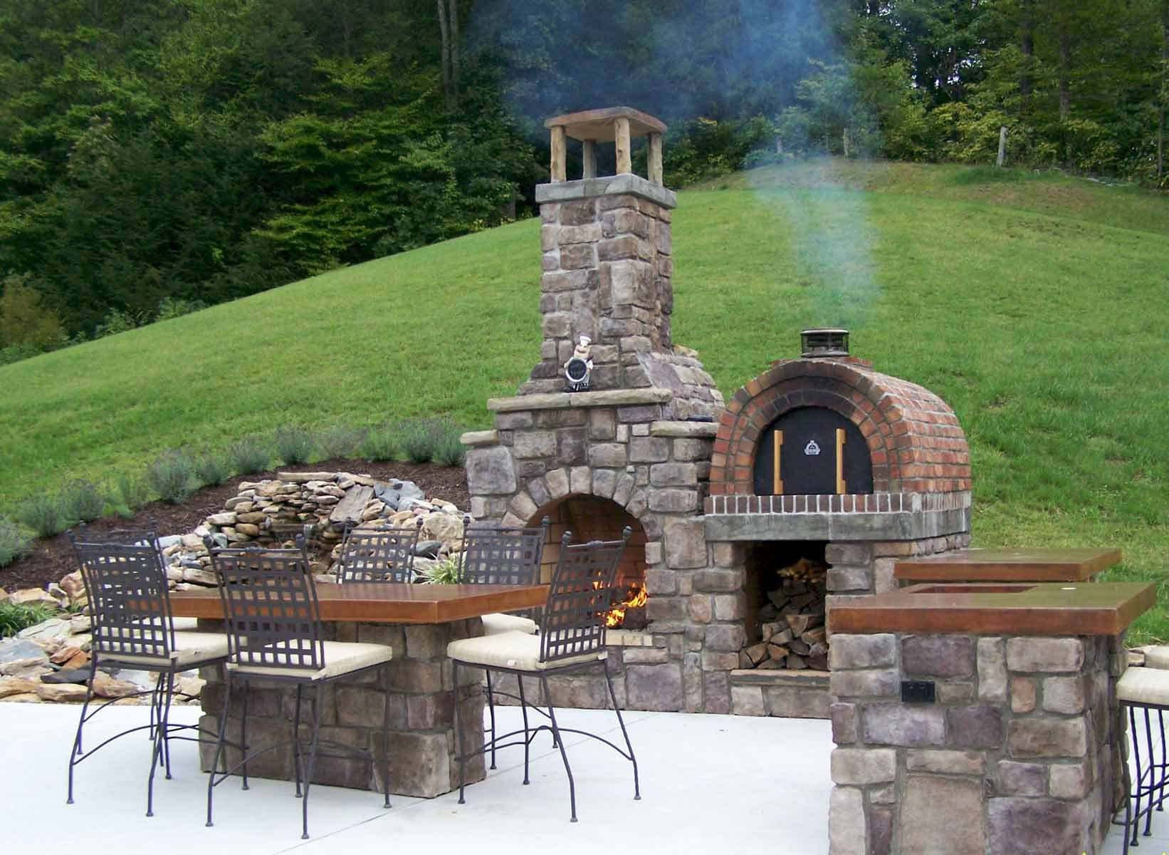 The T Cook Family Wood Fired Pizza Oven Fireplace Combo In West Virginia By Brickwood Ovens Ulichnye Kaminy Kamin Na Verande Patio