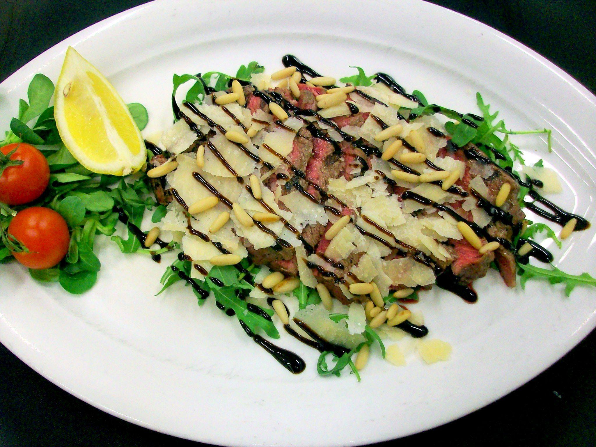 Tagliata con pinoli, rucola e Grana Padano - Steak with pine nuts, rocket and Grana Padano - Steak Restaurant