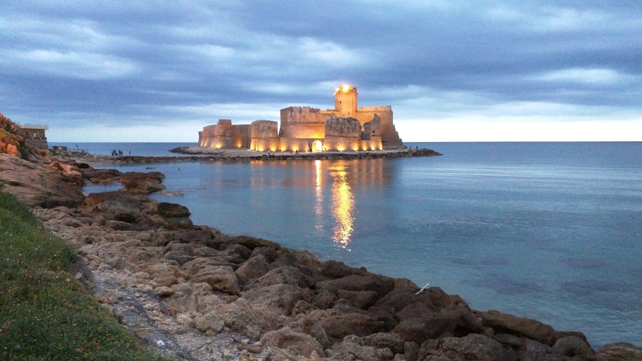 Pin di Upulvirenti su Le Castella (KR) Castello