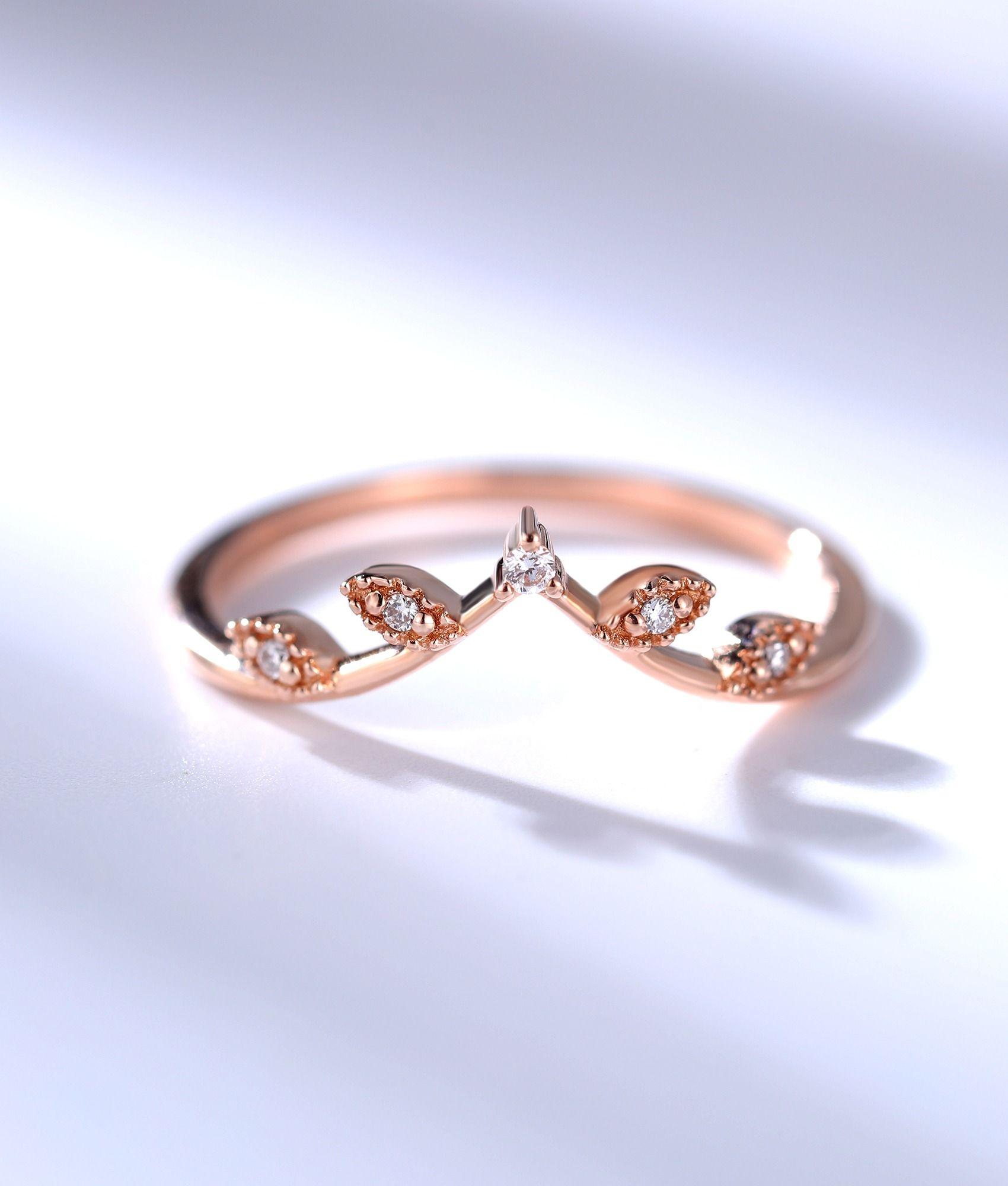 Diamond curved wedding band for women vintage leaf shaped