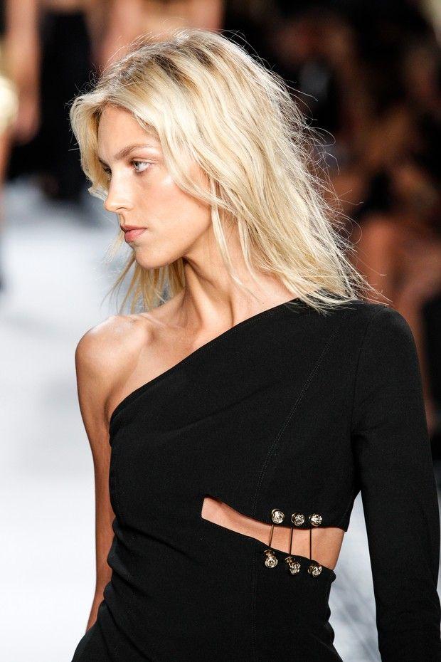 Versace apresenta coleção verão 2015 durante o New York Fashion Week (Foto: AFP)