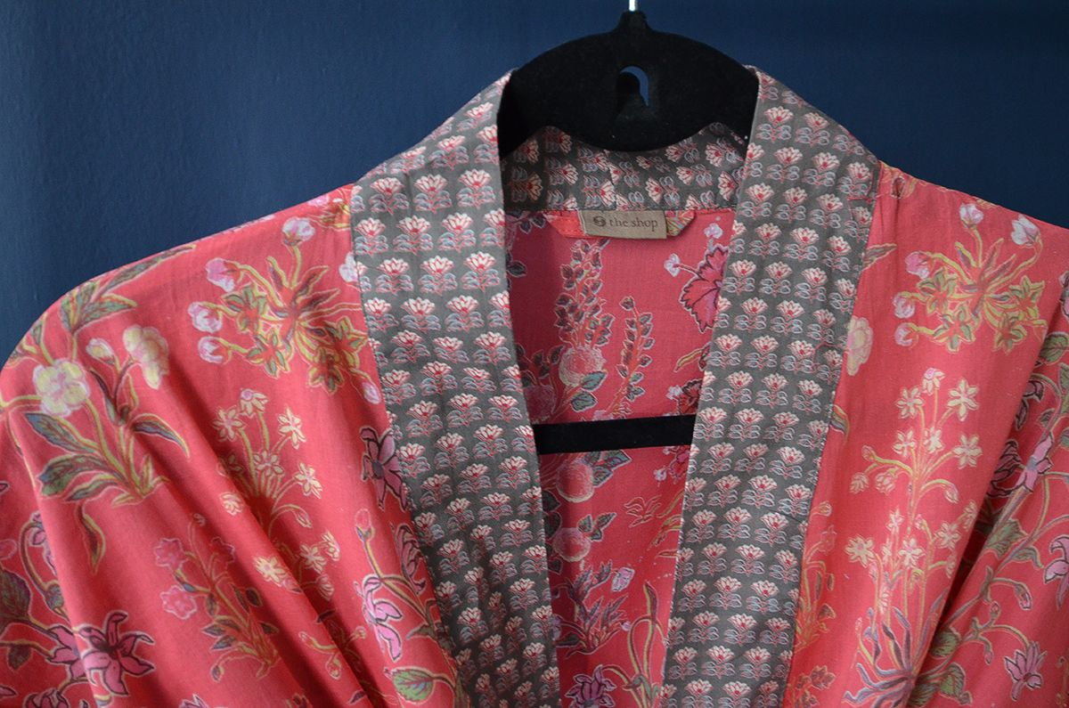 A stunning Kimono Dressing Gown in soft cotton, red with a floral ...