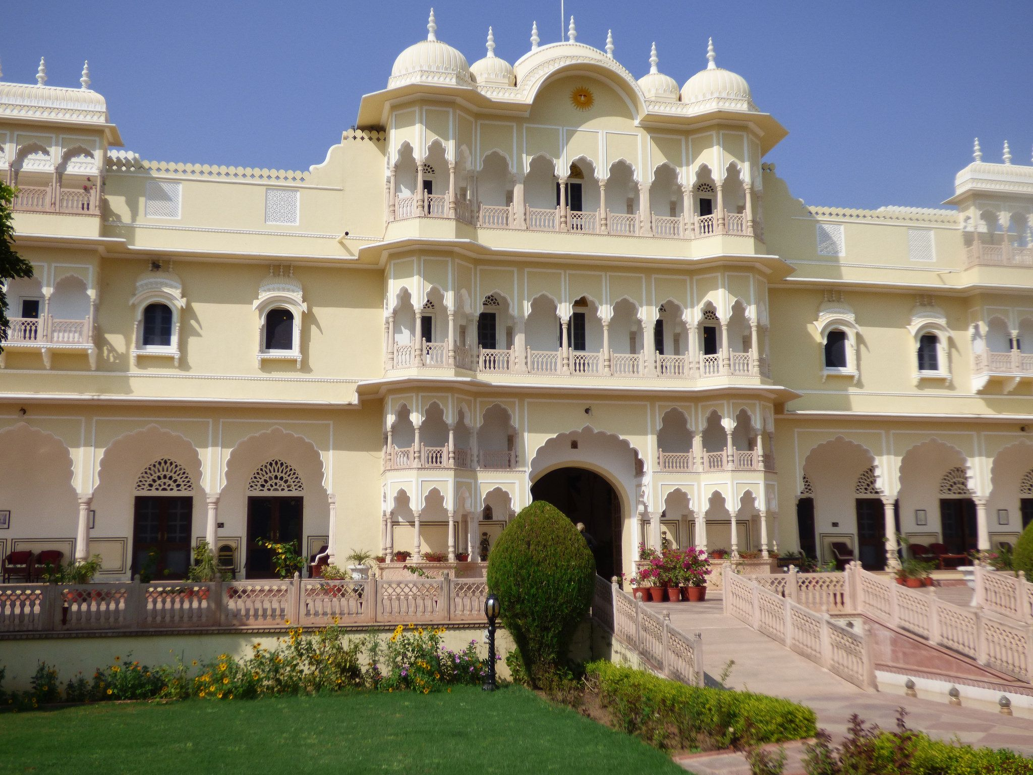 https://flic.kr/p/zxAN3g | Nahargarh Hotel | Nahargarh, the most luxurious hotel lies nestled at the foot hills of 'Aravali ranges' neighbouring the Ranthambhore National Park.