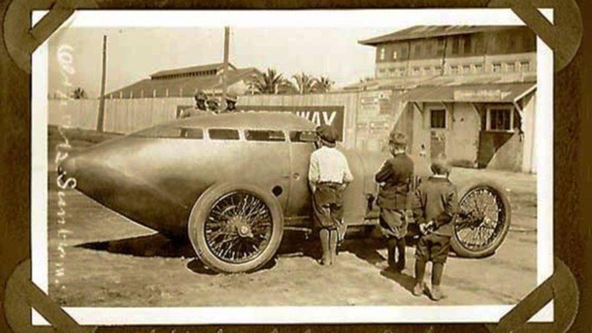 1917 - Golden Submarine streamlined race car built for Barney ...