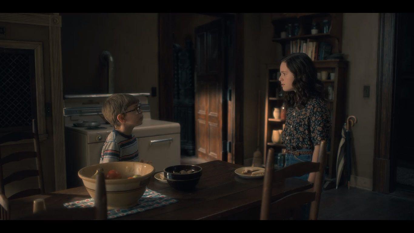 Julian Hilliard as Young Luke & Lulu Wilson as Young Shirley from season 1, episode 9, of The Haunting of Hill House. (Source: Netflix)