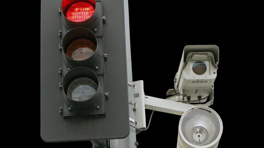Border War Iowa Finds Way To Issue Red Light Camera Tickets Despite South Dakota S Dmv Firewall Red Light Camera Traffic Camera Red Light Ticket