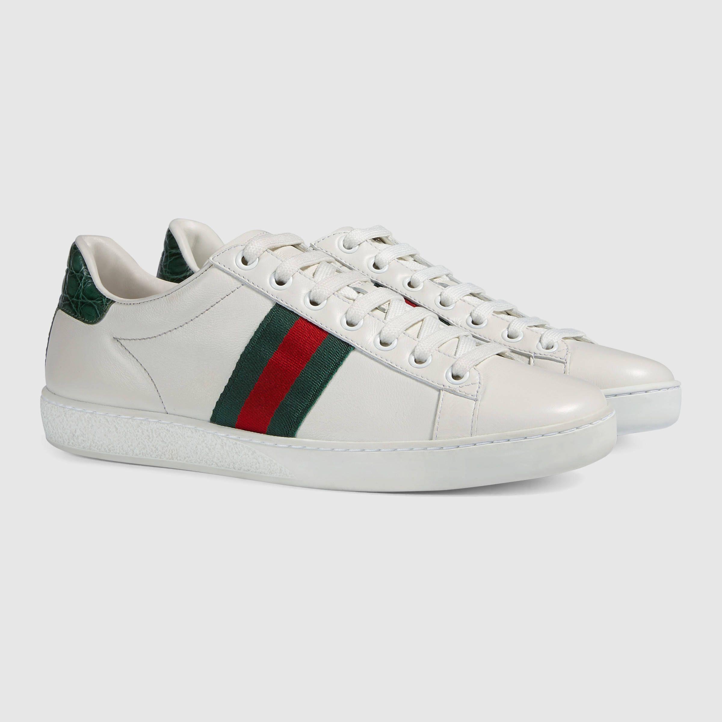 Gucci Baskets en cuir Ace Detail 2 Chaussure, Chaussures Crocs, Chaussure  Gucci, Chaussures da49cf55168