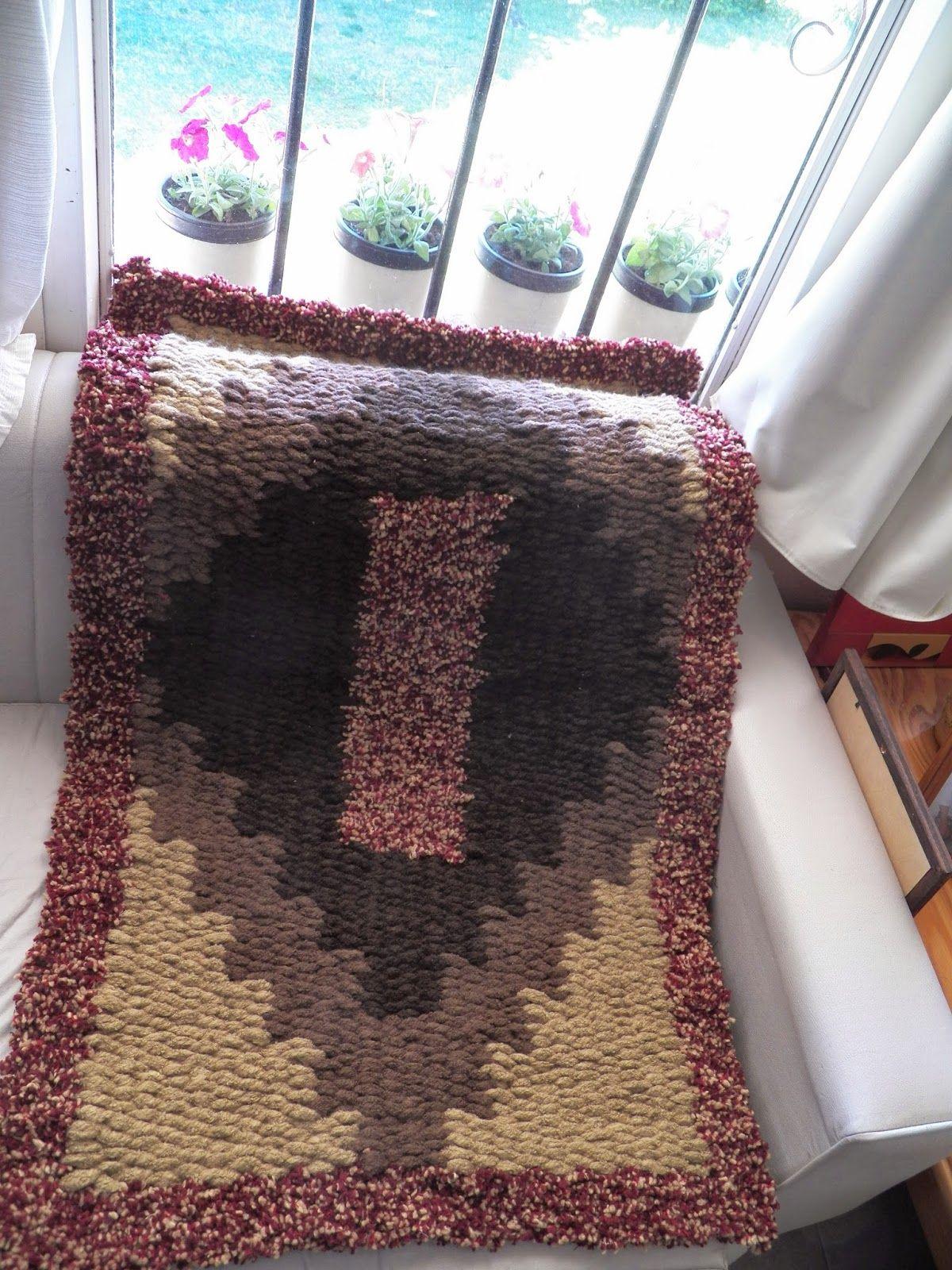 Alfombra tejida en telar de varillas haciendo for Tejidos de alfombras