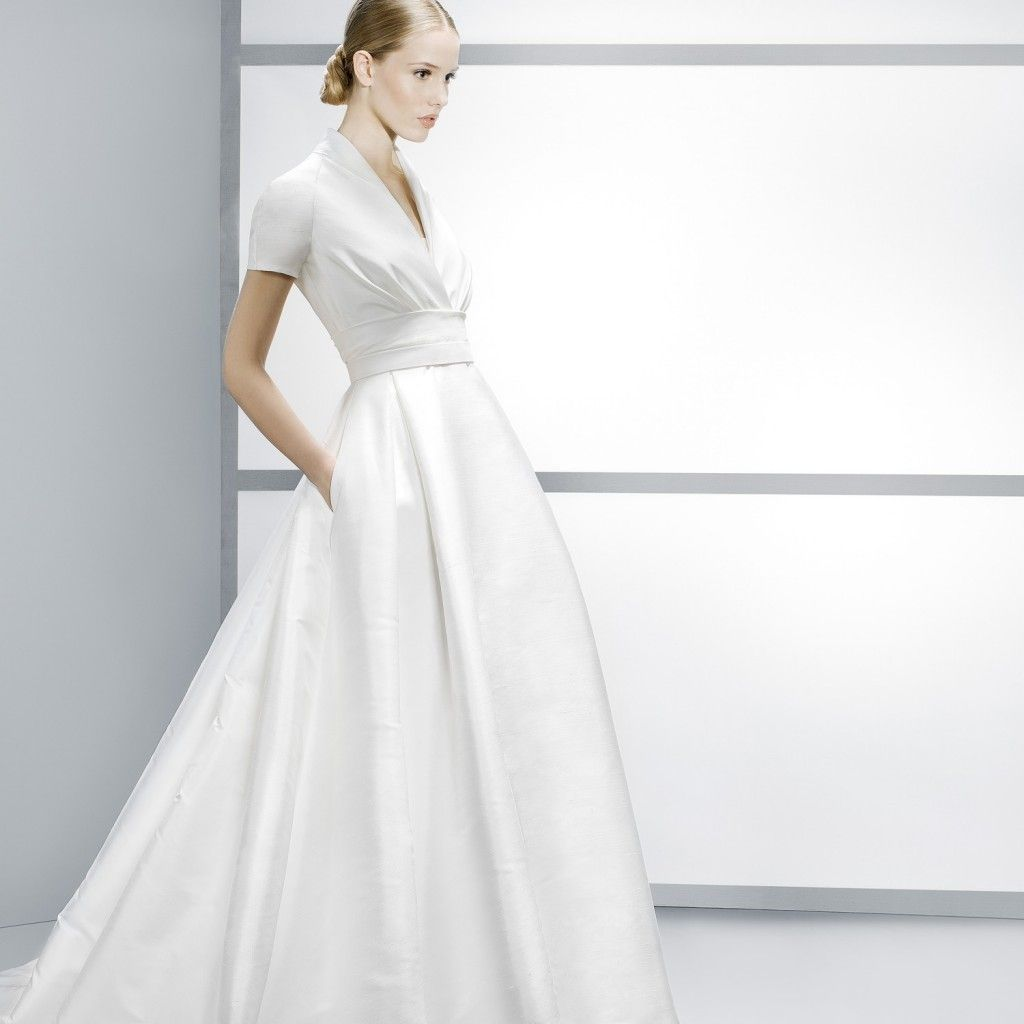 A timeless wedding gown by jesus peiro wedding dress styles and
