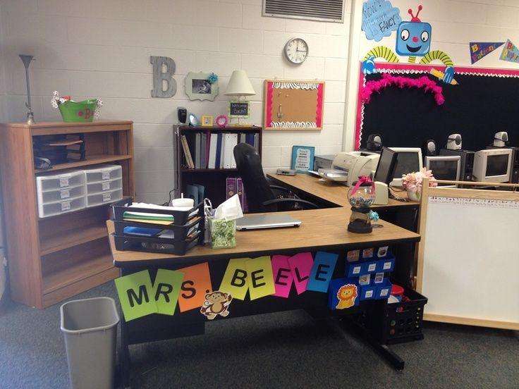 Kreative In Kindergarten Teacher Desk Area Teacher Desk Areas Teacher Desk Teacher Desk Decorations