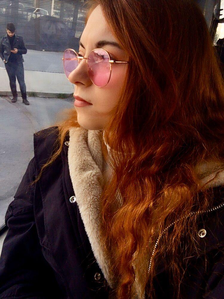 #pembe #pembegözlük #pembertonfest #pinkglasses #pinksky #glassesfashion #womensfashion #womenglasses #styleblogger #rayban #raybansunglasses