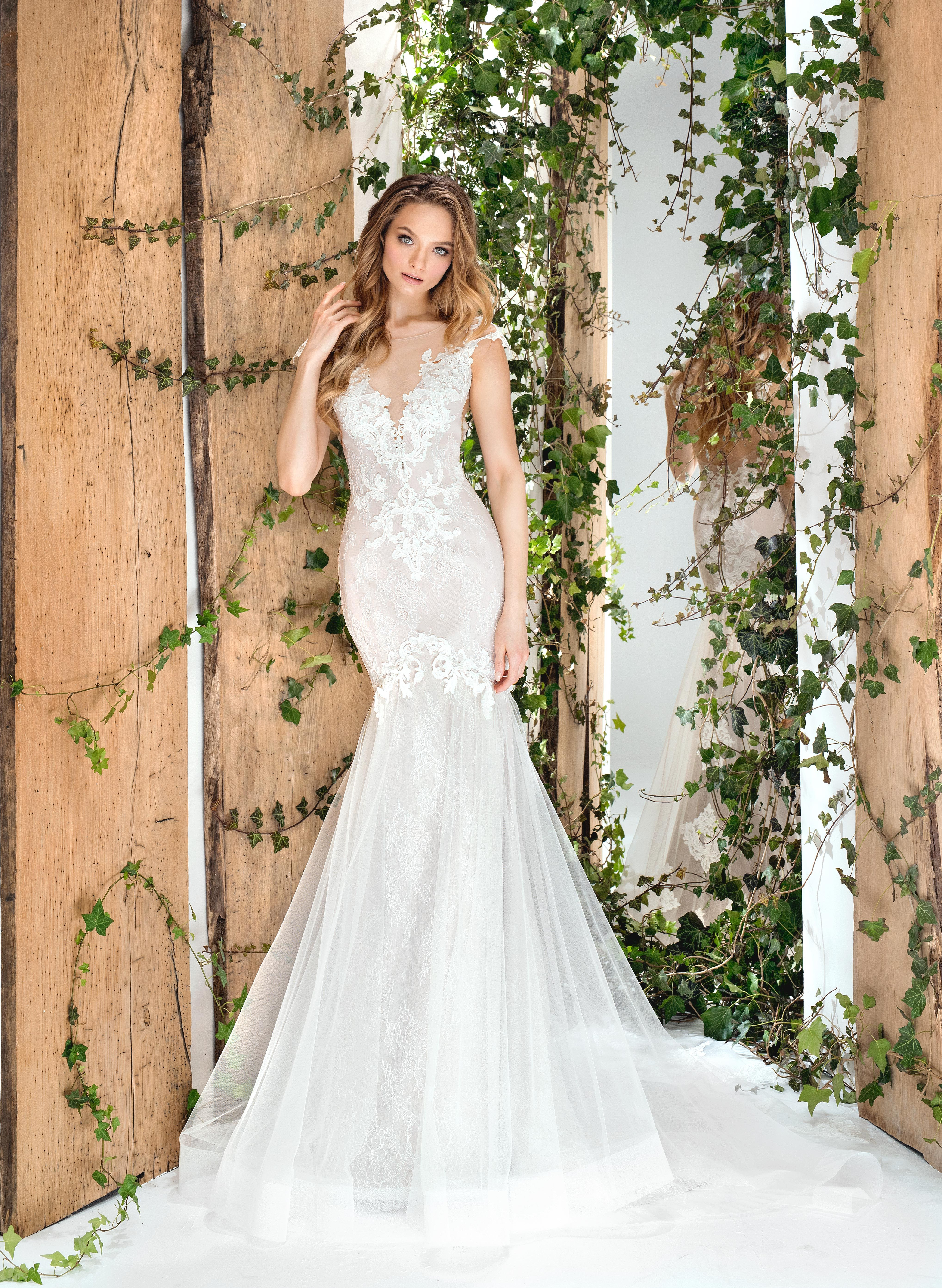 A Fitted Mermaid Style Wedding Dress With Lace Embroidery And Soft Sheer Tulle Bottom 1810 From The 2018 Wonderland Collection: Wedding Dresses Bottom D At Reisefeber.org