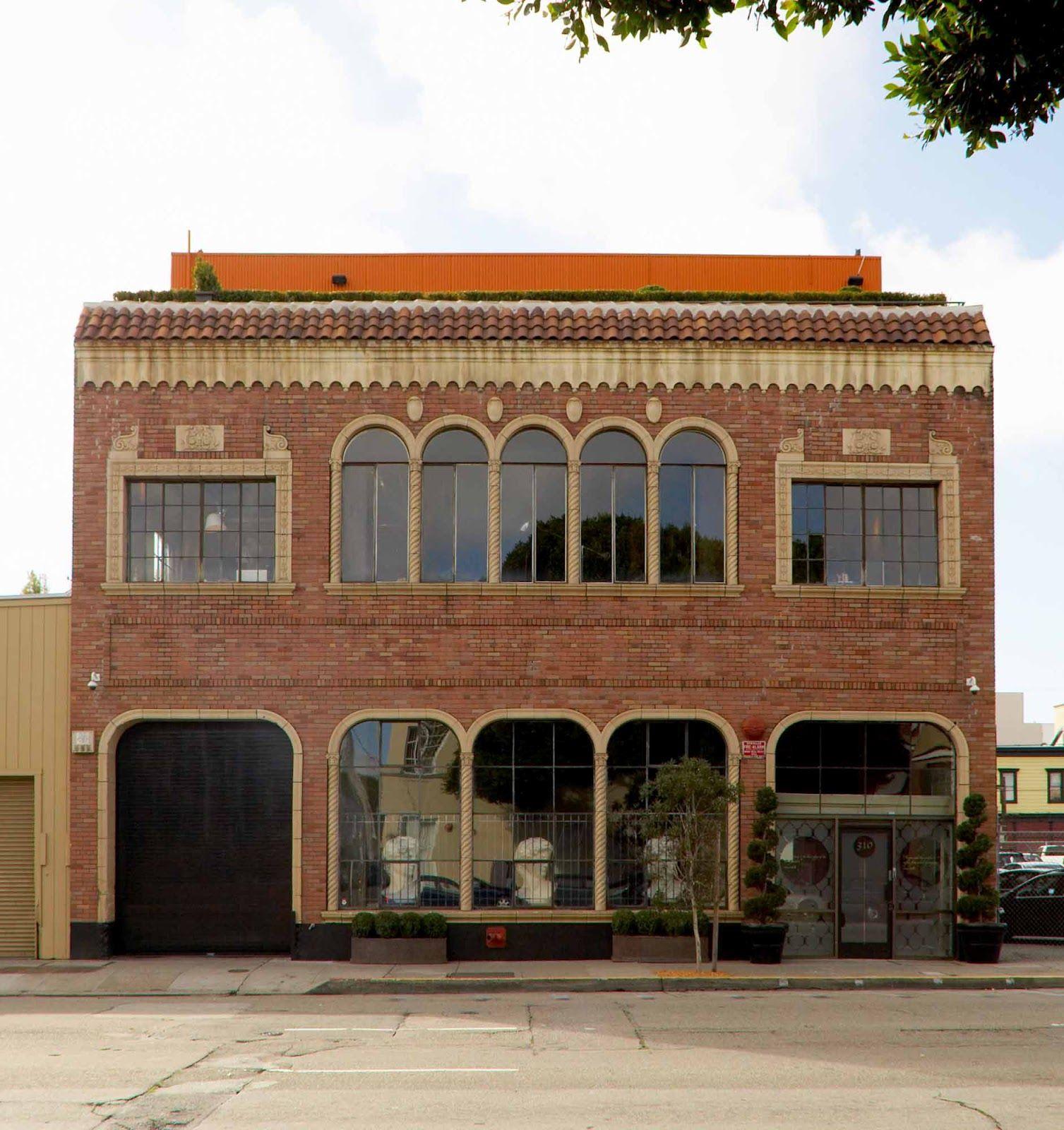 Old Brick Apartment Building: Loft Building With1920's, Moorish/Venetian Exterior