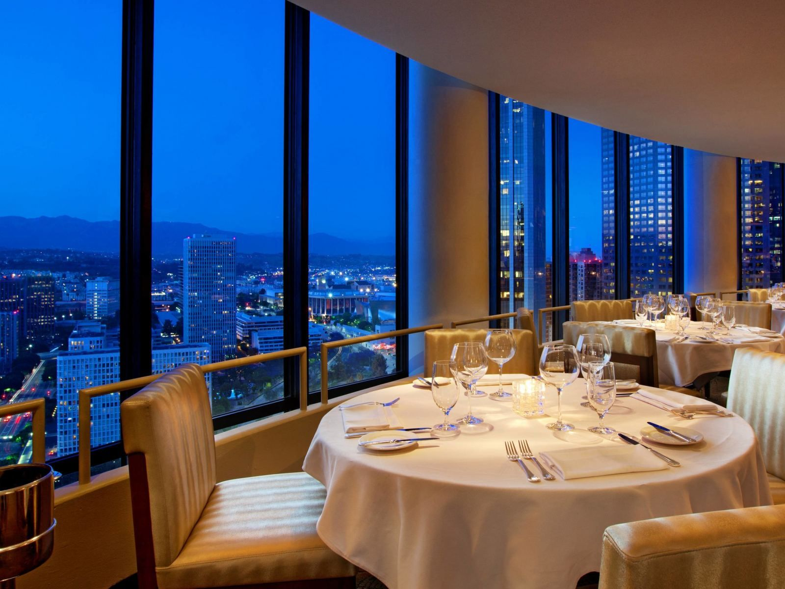 The Best Restaurants With A View In Los Angeles Discover Los Angeles Los Angeles Hotels Hotel Suites Hotel