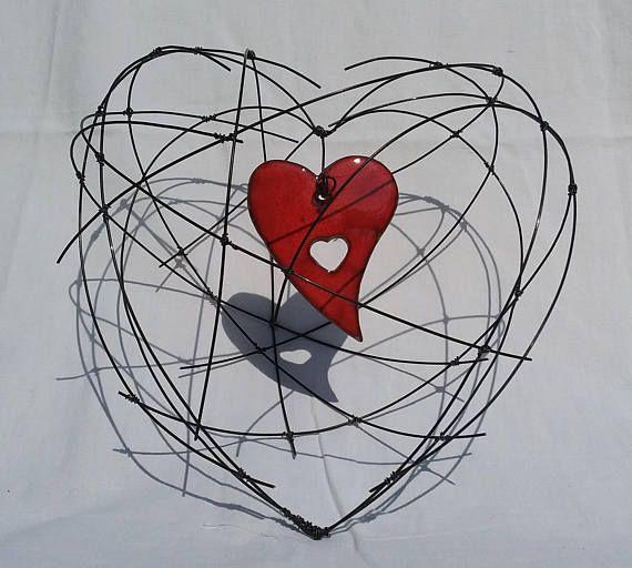 gros coeur en fil de fer recuit avec en son centre un coeur team etsy france pinterest. Black Bedroom Furniture Sets. Home Design Ideas