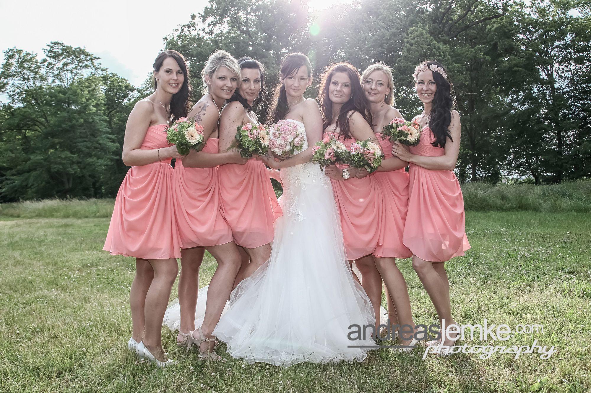 All the Bridesmaids für www.andreaslemke.com #hochzeitsfotograf #hochzeitsfotografberlin #weddingphotographer #weddingphotographerberlin #hochzeitsfotos #weddingpics http://www.hochzeitsfotografie-berlin.org