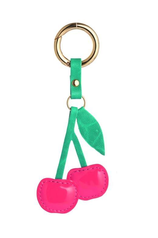 Eine kleine Erinnerung an's Kind für das Schlüsselbund: Kirsch-Anhänger von Edith & Ella.
