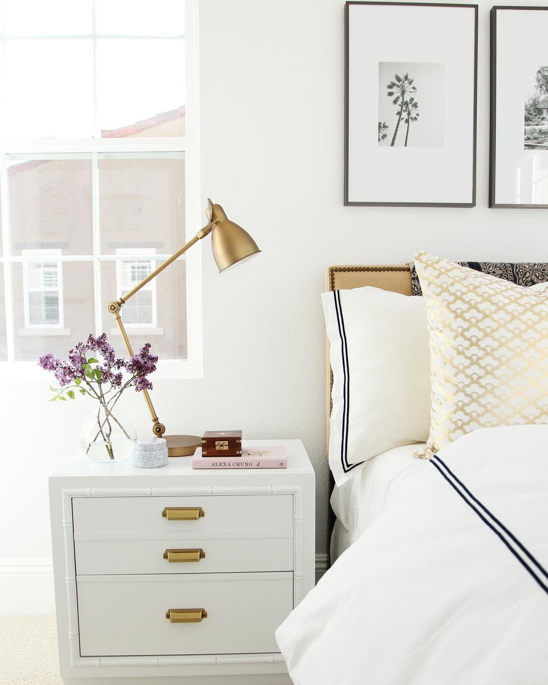 Guest Bedroom White And Gray: Black And White Guest Bedroom