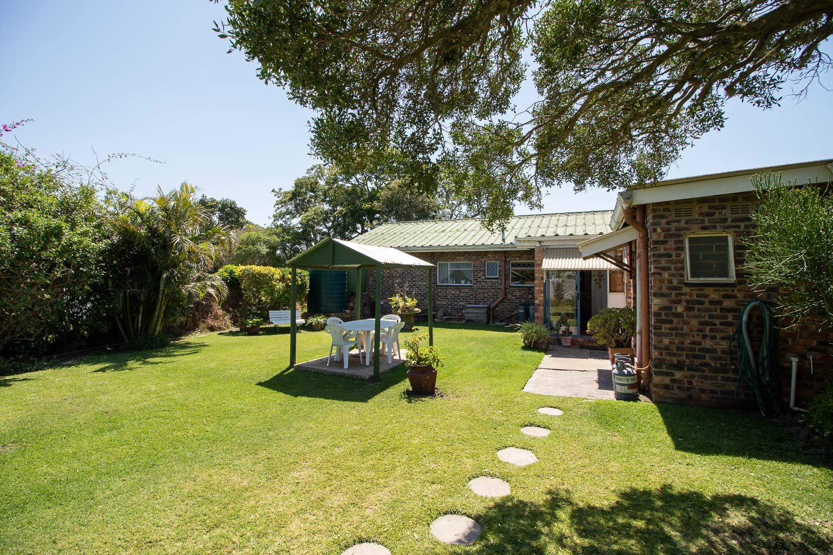 Three Bedroom Home with a Flat near to town in Port Alfred