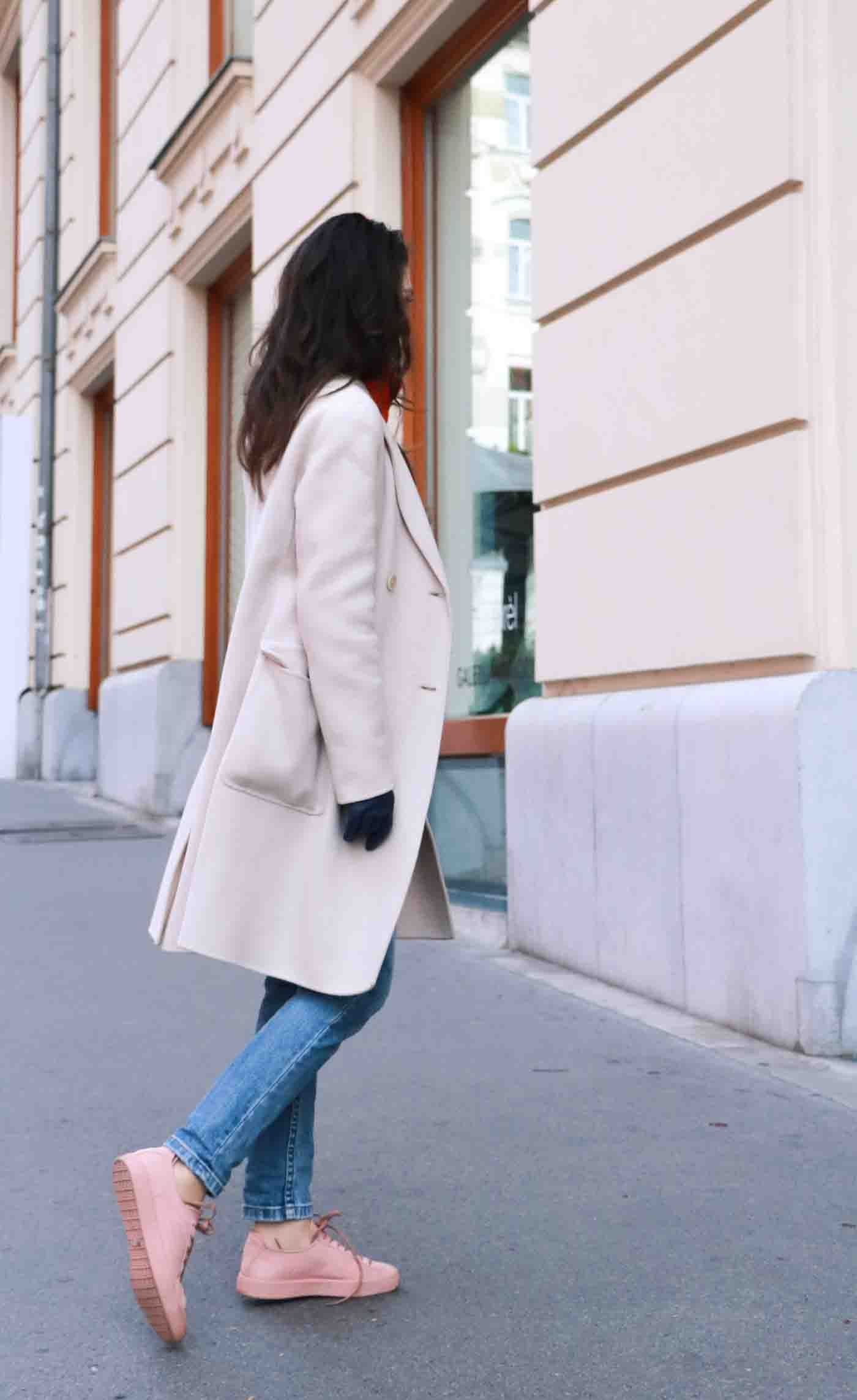 light pink sneakers outfit