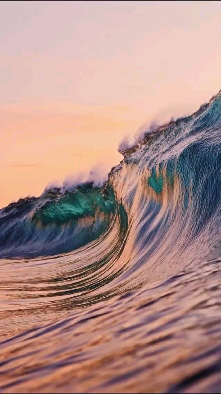 Amazing crystal wave in the Ocean