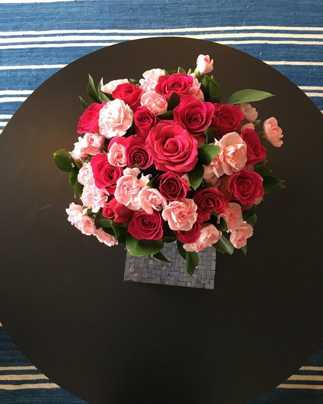 Minha sala e suas flores Chegar aqui todos os dias me traz aconchego e energia  #gratidao #myplace