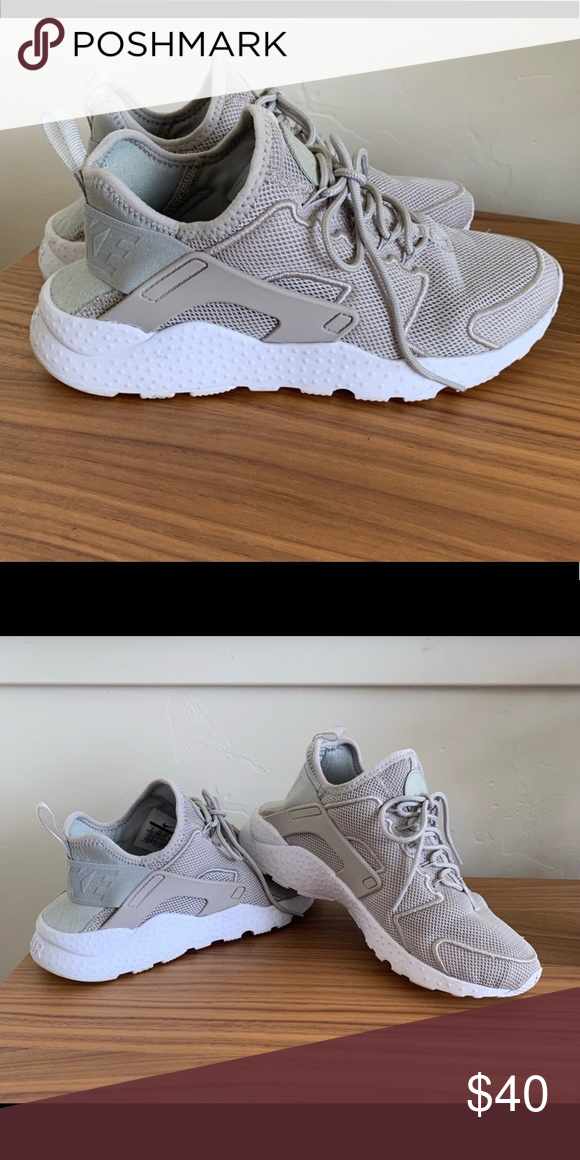 f6909e2d8b Nike Huaraches Nike Huaraches - great condition, very cool with jeans, great  color :) Nike Shoes Sneakers