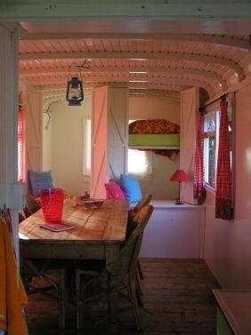 interieur woonwagen | Gypsy interior design | Pinterest | Interiors