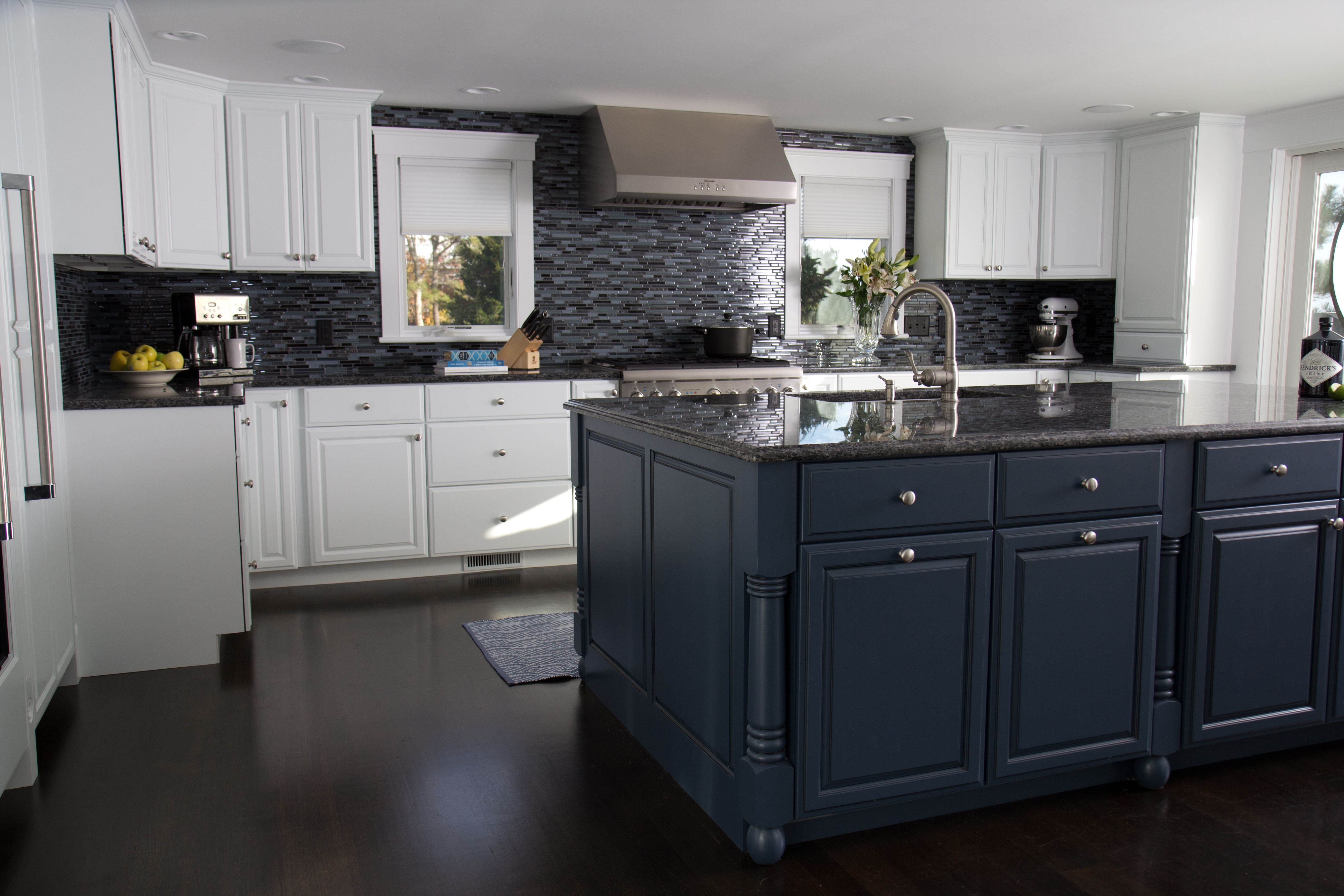 Cape Cod Home On The Water Custom Blues Chatham Ma Gorgeous White Kitchen Kitchen Design White Kitchen
