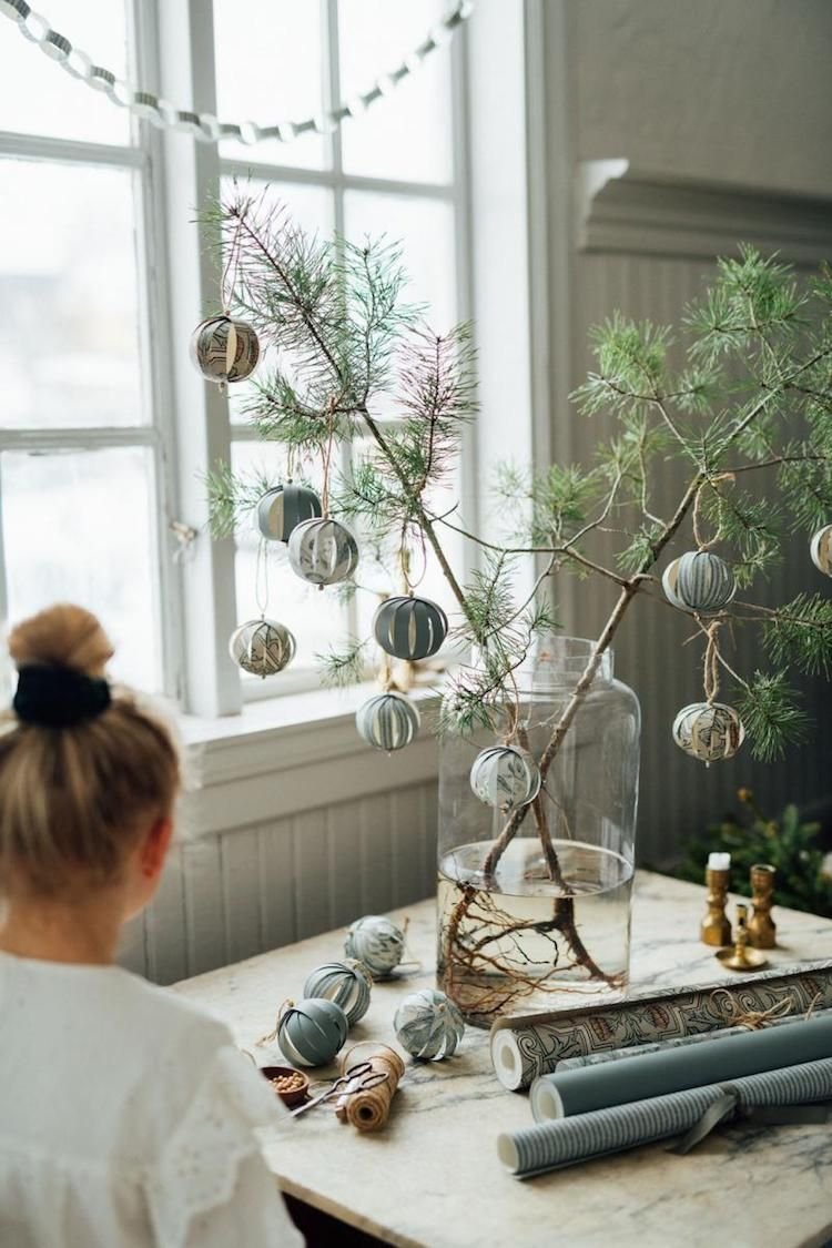 3 Beautiful Christmas Decorations You Can Make From Wallpaper! #homedeco