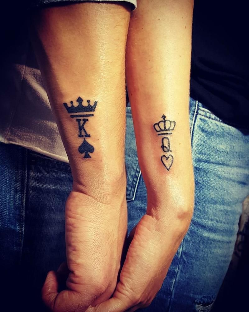 tatouage,couple,king,and,queen,couronnes,avant,bras